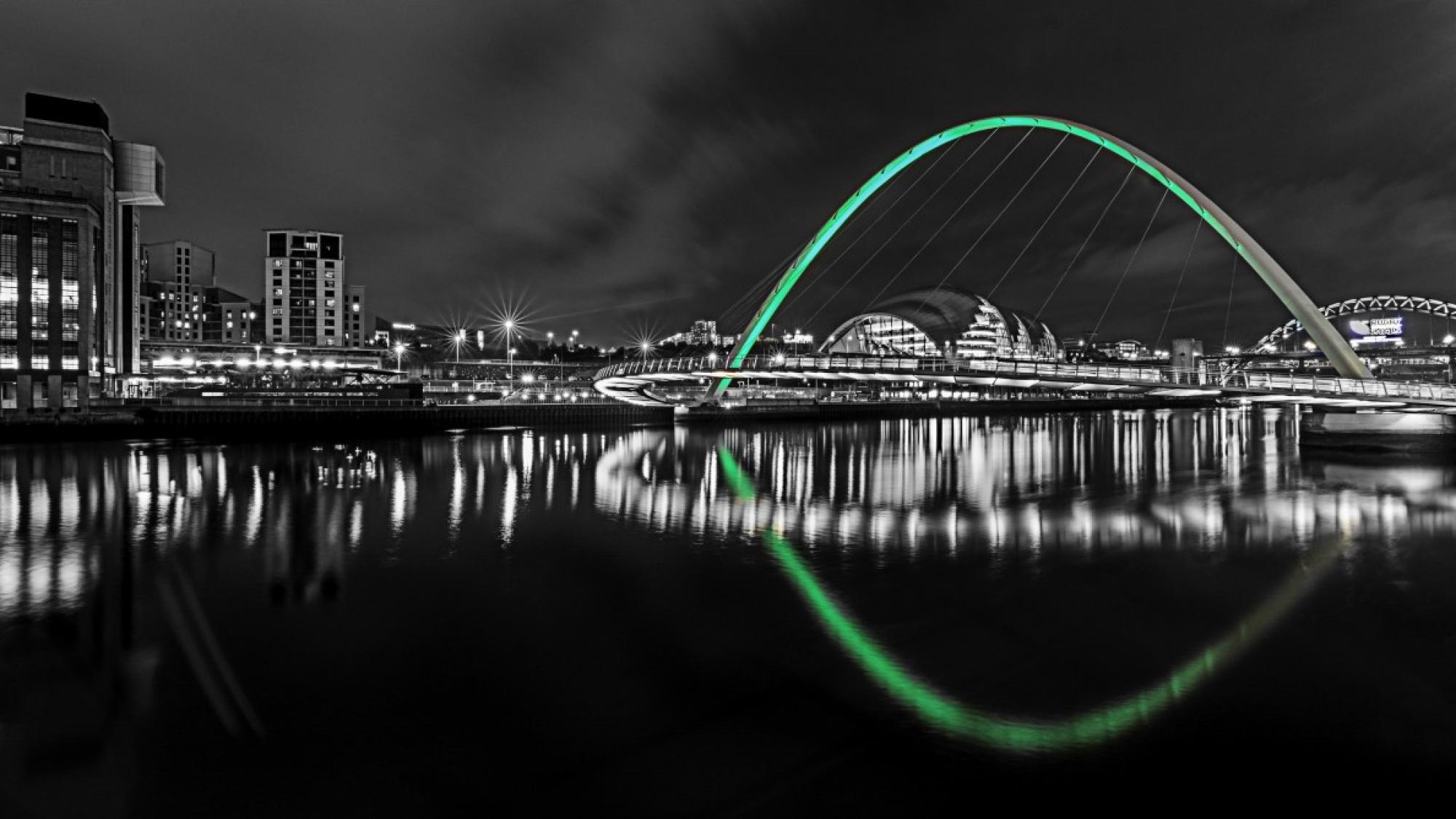 newcastle_upon_tyne_night_reflections_bridge_north_east_england-589244